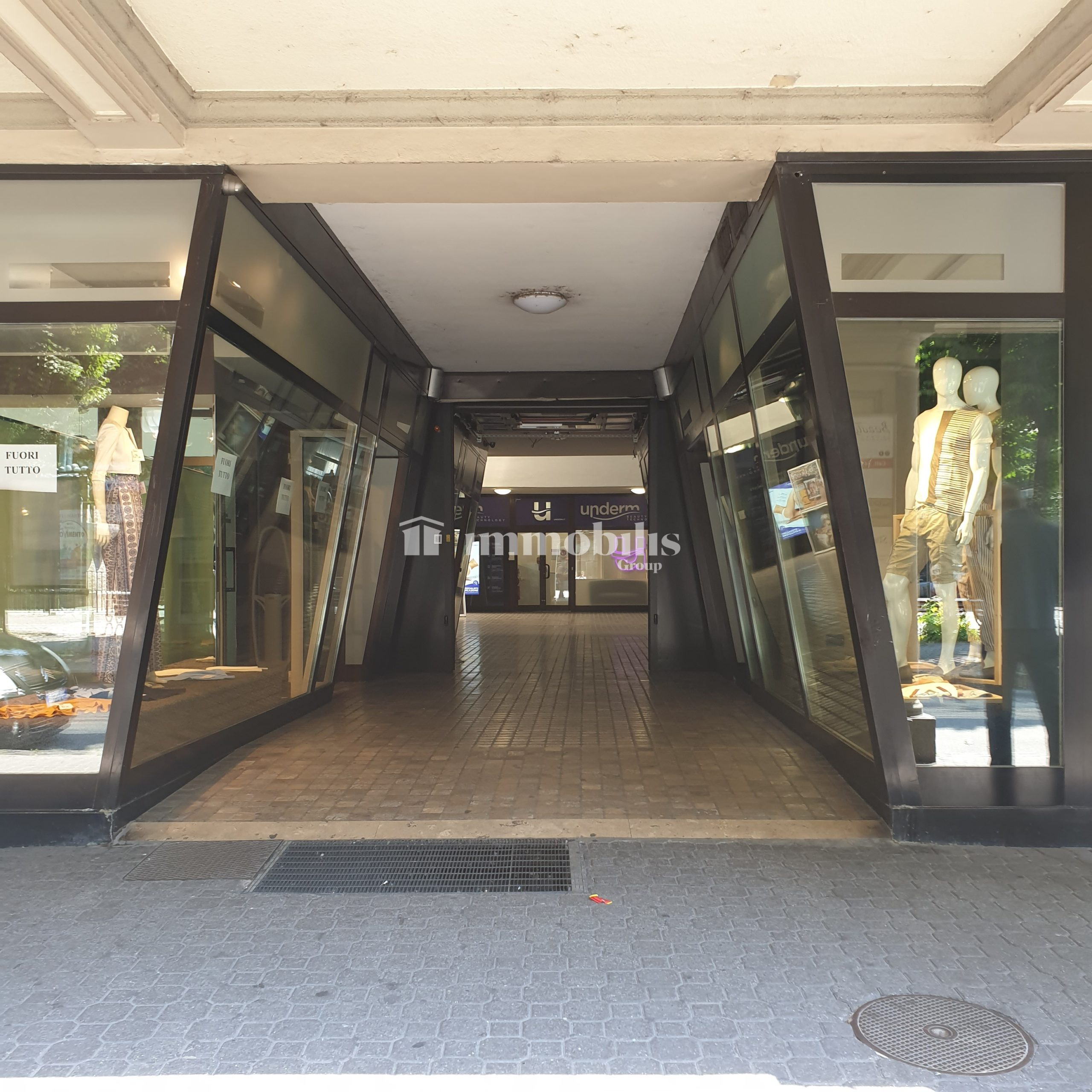 Ampio negozio nella Galleria Carnino in Rivoli